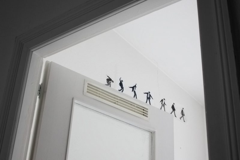 Multiple figures are printed onto the transparency located on the movable dividing line between the inside and the outside. While moving he manages to sustain his balance which is reached once the edge of the door disappears.